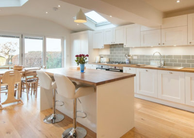 white-shaker-kitchen-wood-worktops-island-1000